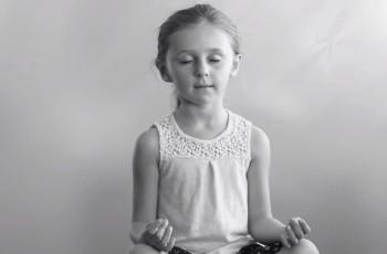 """Crianças do jardim de infância falam sobre meditação no filme """"Apenas Respire"""""""