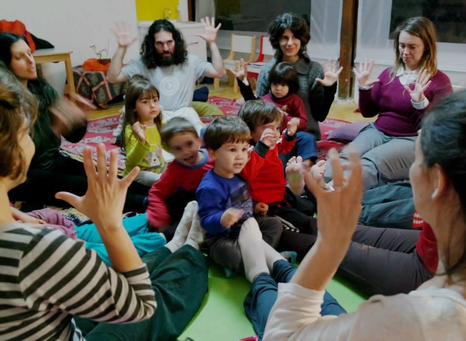 beneficios-yoga-na-infancia-curso-como-ensinar-yoga-para-criancas