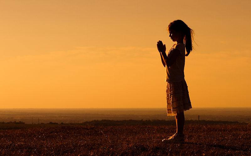 crianca-pratica-yoga-e-meditacao