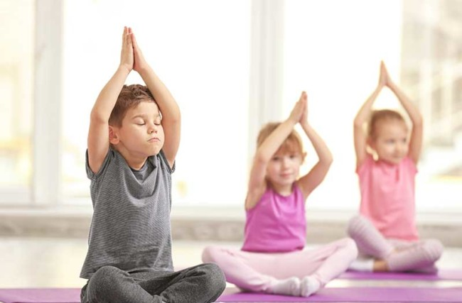 4 dicas para Incentivar as Crianças e Jovens a Valorizar a Prática de Yoga