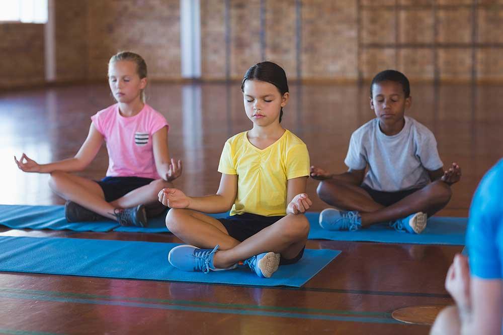 meditar-yoga-com-criancas-e-jovens