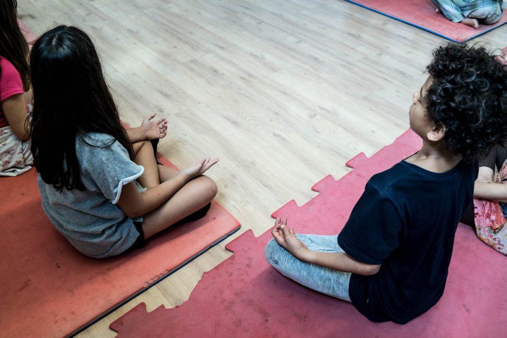 oficina-de-yoga-para-criancas-cris-pitanga