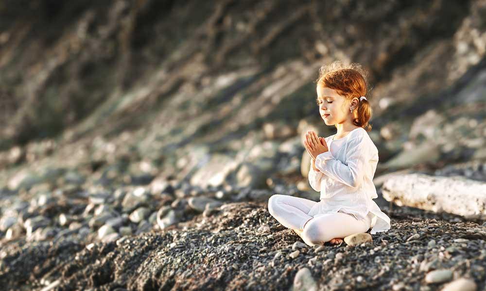 como-ensinar-meditacao-e-yoga-para-criancas-beneficios